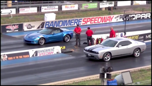 Драг Рейсинг Додж Челленджер и Шевроле Корветт Drag Race Dodge Challenger SRT8 vs Corvette