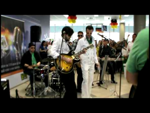 ELVIS Presley Cover - Blue Suede Shoes - Siemens Brazil Employees -