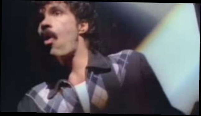 Daryll Hall & John Oates - Maneater