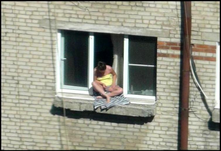 голая соседка фото в окне